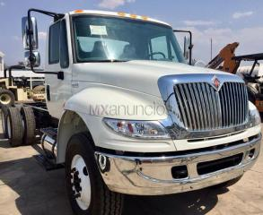 International 4400 chasis cabina